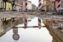 Oprava silnice v Nechanicích.