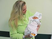 KARIN SAMIA ALBAHRI poprvé vykoukla na svět 20. listopadu v 6.05 hodin. Měřila 51 cm a vážila 3260 g. Potěšila rodiče Adélu Hrouzkovou a Ziada Albahri z Hradce Králové.