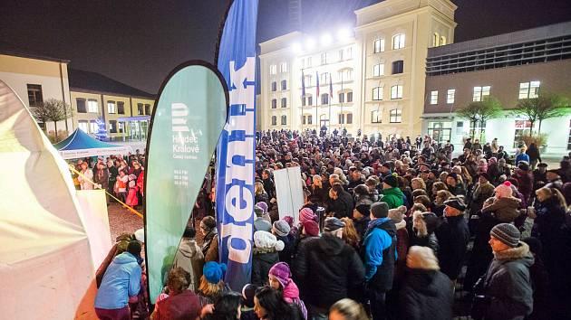 Akce Česko zpívá koledy na Pivovarském náměstí v Hradci Králové.
