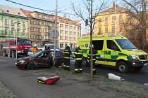 Havárie osobního automobilu na třídě ČSA v Hradci Králové.