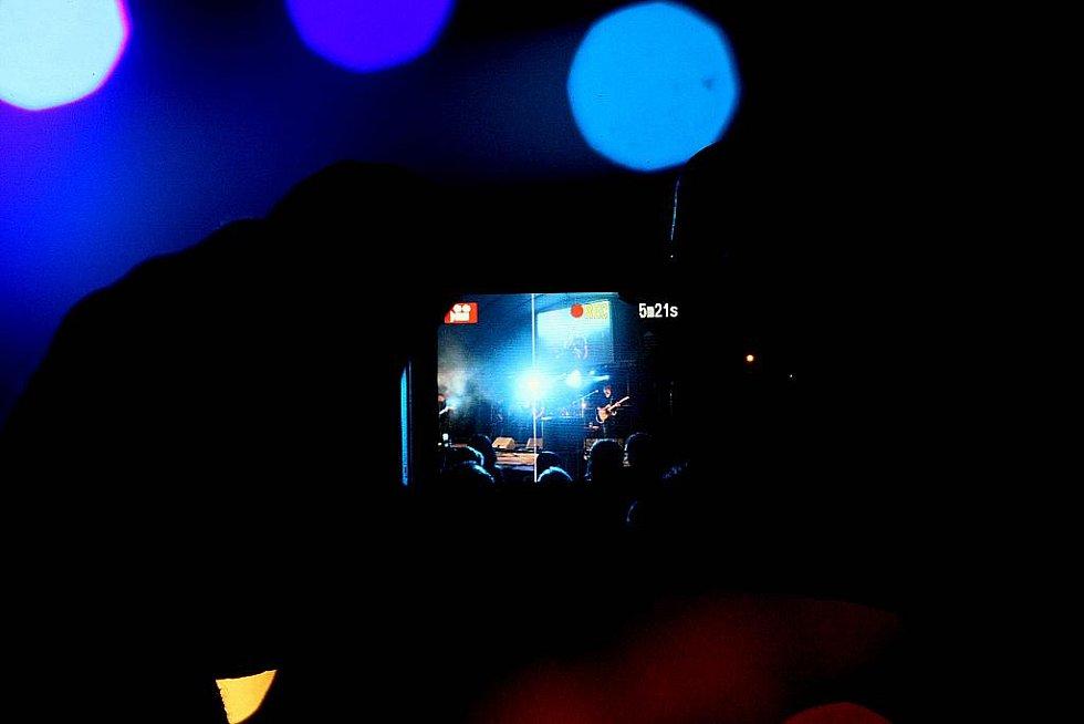 Koncert Support Lesbiens ve Výravě.