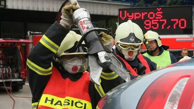 Devět hasičských družstev z východních Čecha a jedno ze Slovenska závodilo v záchranářských zásazích.