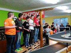 Členové kroužku RC Auta při DDM Třebechovice pod Orebem na závodech v Neratovicích.