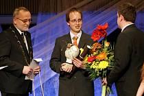 Ceny města Hradce Králové se rozdávaly 30. března v Kongresovém sálu v Aldisu.