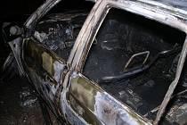 Požár auta ve Dlouhých Dvorech