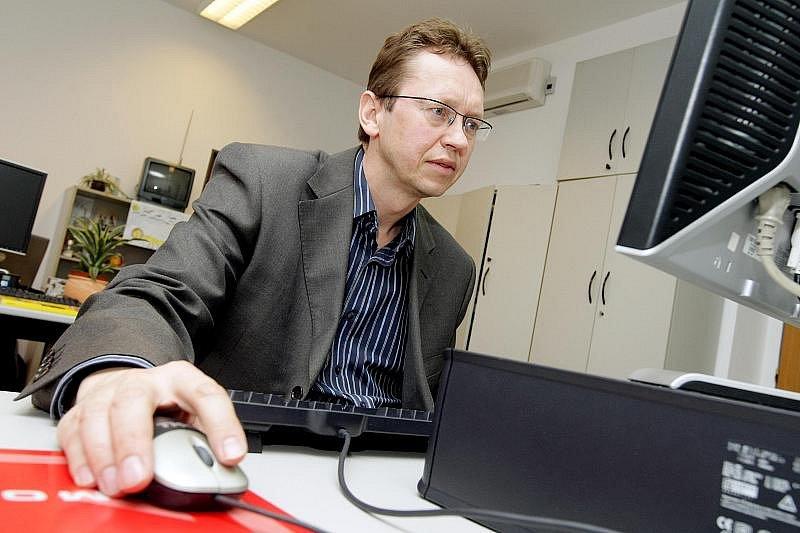 On-line rozhovor s Romanem Chlíbkem, novým děkanem fakulty Univerzity obrany, 28. ledna 2010.
