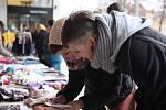 O ručně tištěné a vázané diáře s indiánskými motivy z dílny hradeckých výtvarníků Jakuba Horského a Evy Hronovské byl na prosincovém marketu opravdu velký zájem.