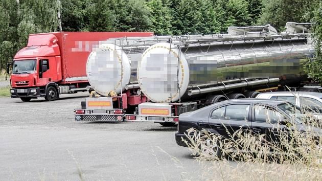 Kamiony s řepkovým olejem kočovaly přes hranice tam a zpátky. Pachatelům se to vyplatilo. Očekávané daňové náhrady by jim náklady bohatě vrátily.
