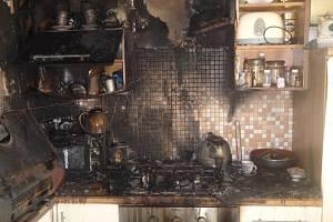 V paneláku hořela kuchyňská linka.