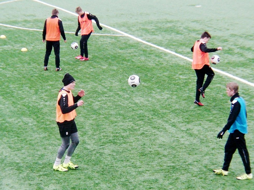 Dorostenci FC Hradec Králové při tréninkové jednotce.