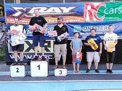 Členové kroužku RC Auta při DDM Třebechovice pod Orebem na 4. závodě seriálu Rebels Race v Náchodě.