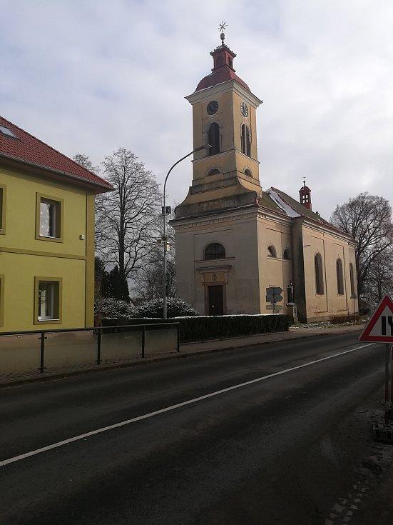 Dominantou Stěžer je kostel sv. Marka.