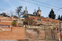 Oprava hradeb pod kanovnickými domy (listopad 2010).