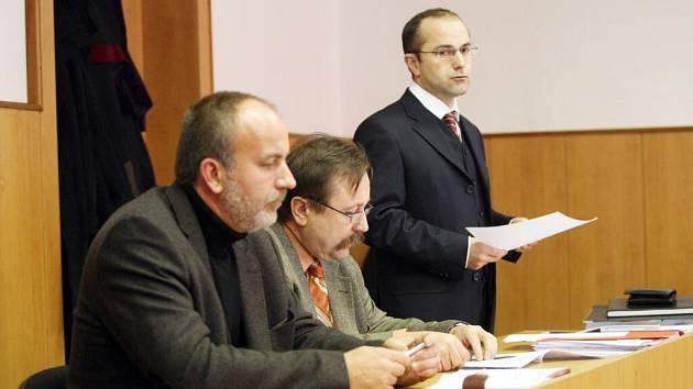 První soudní jednání ve sporu firmy Strabag s městem Hradec Králové za nedodržení stavebních termínů autobusového terminálu.