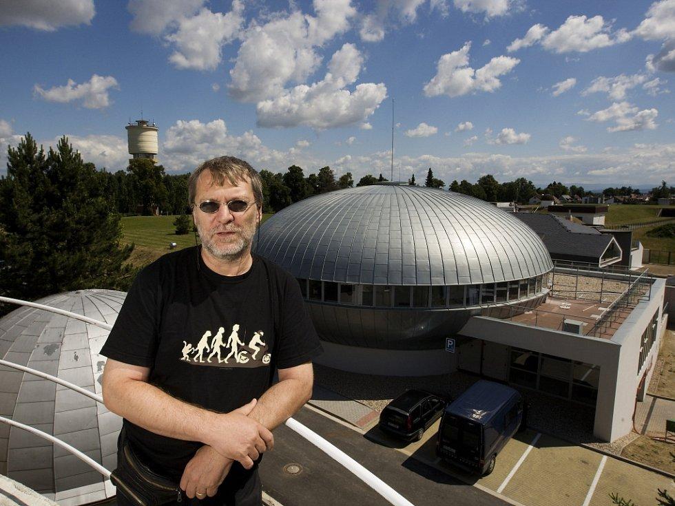Miroslav Krejčí, ředitel hvězdárny a planetária v Hradci Králové.