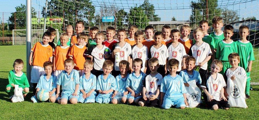 Z fotbalového turnaje minipřípravek, který se hrál na Háječku a zúčastnily se to tyto týmy: Fotbalová školička FC Hradec Králové A a B, Chlumec n. C. a Stěžery.
