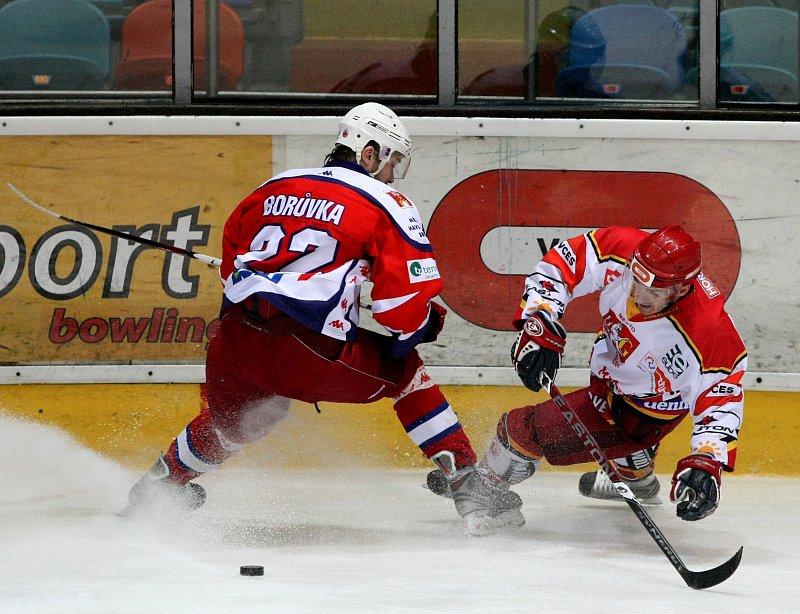 Hokejisté Hradce Králové (světlé dresy) hostili ve 22. kole první ligy Havlíčkův Brod.