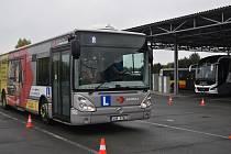 Řízení autobusu si ve čtvrtek vyzkoušelo více než 20 zájemců.