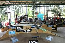 Závod 14. ročníku DVS Českého skateboardového poháru v Šimkových sadech v Hradci.