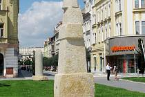 Výškový útvar pražské sochařky Zuzany Kačerové nazvaný Minaret (původně Arabeska).