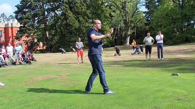 Golfisté přispěli na rekonstrukci zámku Hrádek u Nechanic