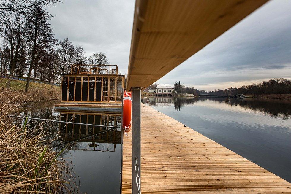 Sauna lautta na plovárně v Hradci Králové.