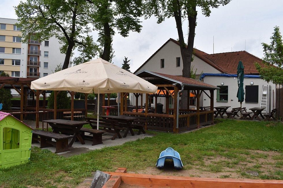 Zahrádka loni otevřené restaurace Na Rozcestí v Třebši.