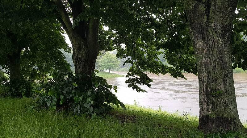 Silný déšť trápí i Hradec. V Salónu republiky hrozí povodně. Foto: Martin Doležal