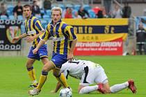 Snímek z druholigového duelu SFC Opava - FC Hradec Králové (černobílé dresy)