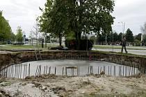 Budování parkovacího domu pro kola u obchodního centra Futurum v Hradci Králové.