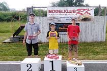 Členové kroužku RC Auta při DDM Třebechovice pod Orebem na 6. závodě seriálu Speed Challenge v Solnici.