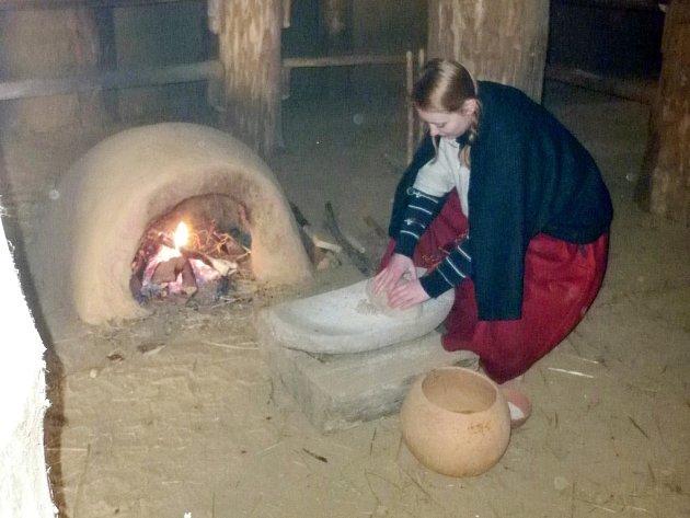 Dny živé archeologie a netradiční zážitková akce Zima jak v pravěku v Archeoparku pravěku Všestary.
