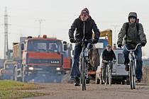 Město již odstranilo část cyklostezky na okraji Hradce