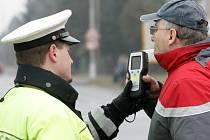 Policejní kontrola řidičů v rámci dopravně bezpečnostní akce.