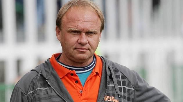 Trenér Dobrušky Milan Mikušík.