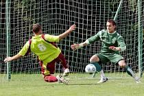Zleva Roman Doubek a Karel Menšl. (FC Olympia Hradec Králové x Dobruška)