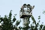 Notorický skokan svým opakovaným lezením na sloupy zbytečně zaměstnává policisty.