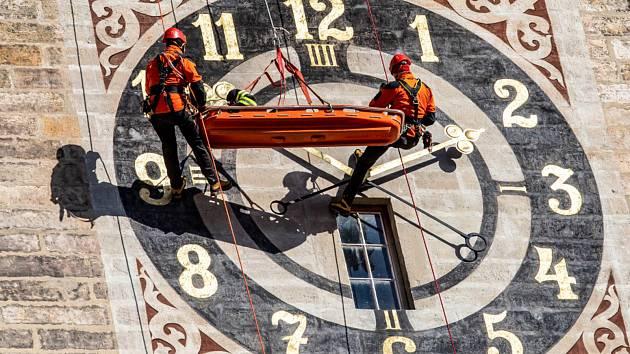 Cvičení zavedlo hradecké profesionální hasiče na Bílou věž.