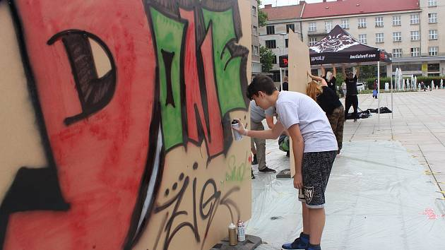 Graffiti Street Jam na hradeckém Ulrichově náměstí.