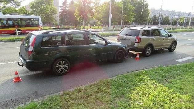 Zfetovaný řidič se zákazy řízení způsobil dopravní nehodu.