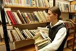 Bazar vyřazených knih z fondu Knihovny města Hradec Králové v pobočce na Eliščině nábřeží.