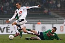 FC Hradec Králové x 1. HFK Olomouc. Zleva hradecký Pavel Dvořák a Martin Zlatohlavý.