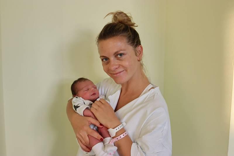 ALEXANDRA DRÁBKOVÁ se narodila 29. září v 10.14 hodin. Měřila 50 cm a vážila 3470 g. Potěšila své rodiče Alexandru Pražákovou a Romana Drábka z Hradce Králové. Doma se těší sourozenci dvouapůlletý bráška Vladimír, třináctiletá sestřička Eliška a šestnácti