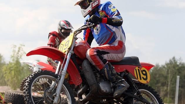Trénink se závodem oživil motokrosovou trať v hradecké čtvrti Březhrad. Amatérští jezdci si to rozdali v osmi kategoriích.