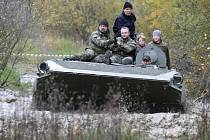 Tanky a bojová vozidla na hradecké Plachtě.