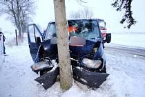 Havárie dodávky s přívěsným vozíkem v hradecké místní části Rusek.