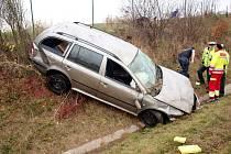 Havárie osobního automobilu na 64. kilometru dálnice D11.