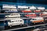 Výstava části soukromé sbírky hraček a modelů sanitních vozidel, vlaků, letadel a plavidel, používaných pro transport pacientů i zdravotnického personálu ve 40 zemích světa.Vznik sbírky se datuje od roku 1987 a obsahuje více než 1500 modelů v měřítku od 1