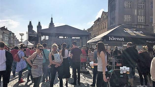Hradecký hudební festival ovládl náměstí.