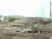 Fotografie Ludvíkovy cihelny v Jeníkovicích dnes a v minulosti.